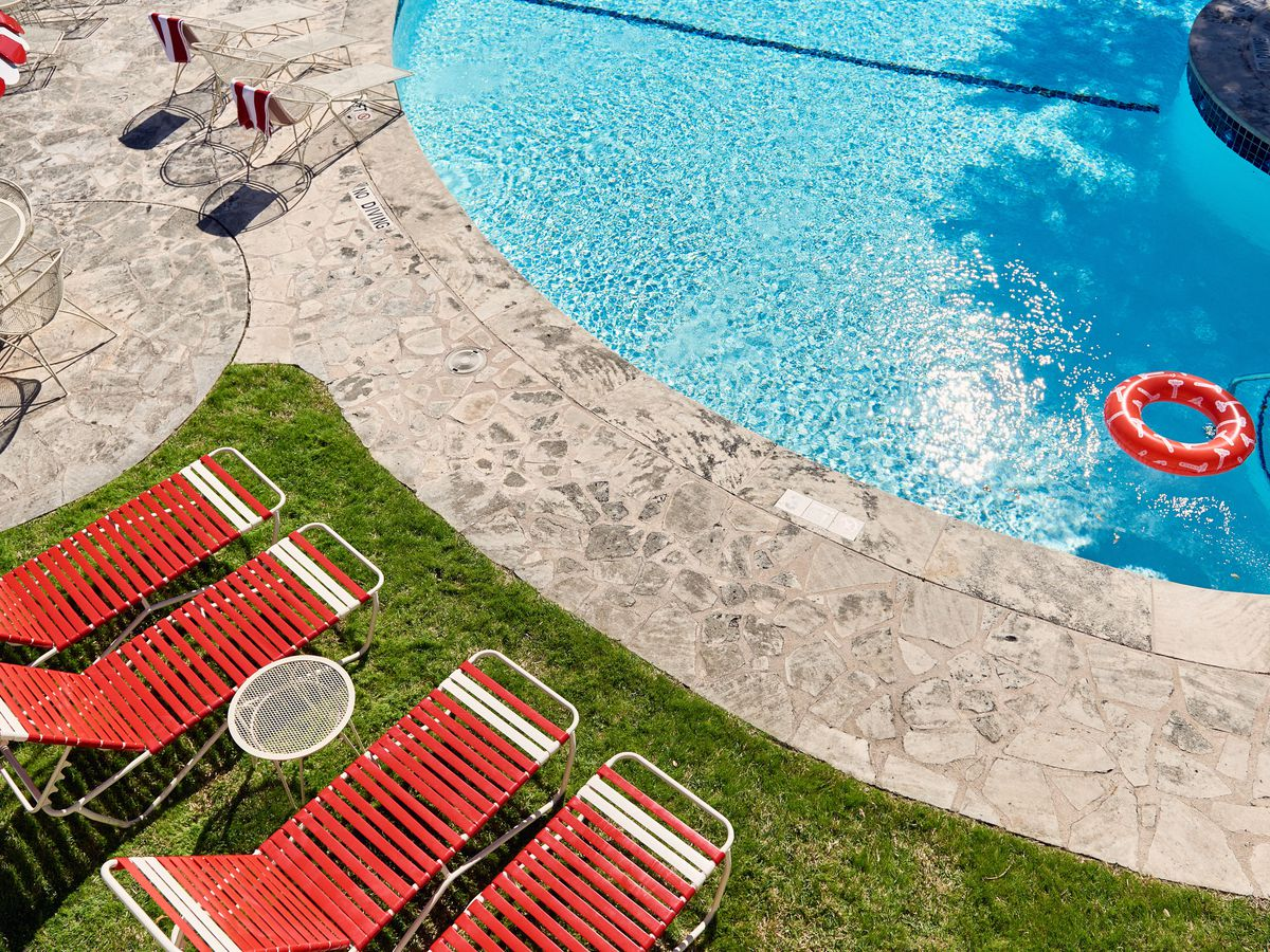 7 Best Austin Hotel Pools For Taking An Upscale Plunge