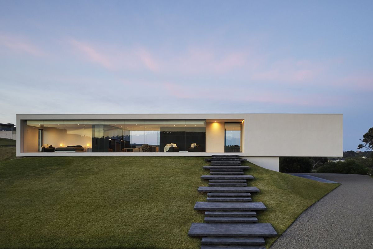 Cantilevering Modern Home Redefines The Ranch House