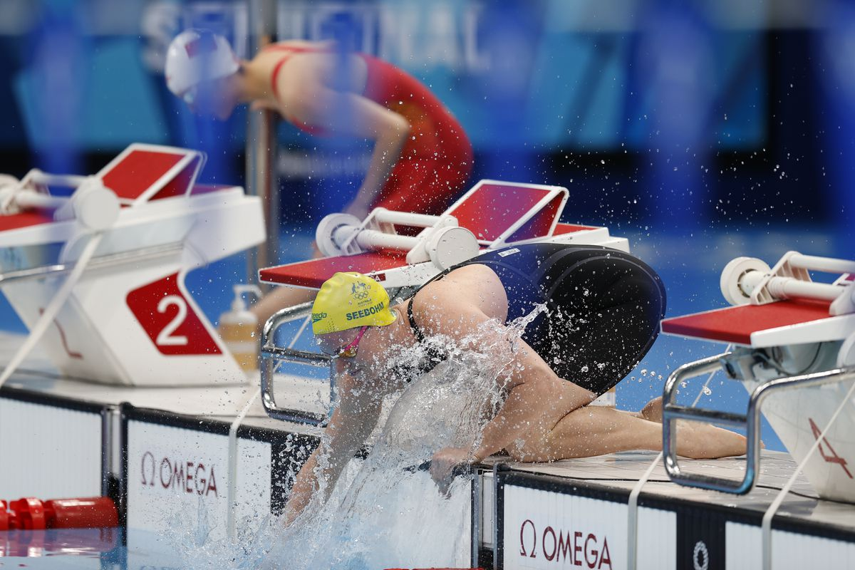 Kaylee McKeown of Australia in action during the semifinals Woen's 100m Backstroke on day three of the Tokyo 2020 Olympic Games at Tokyo Aquatics Centre on July 26, 2021 in Tokyo, Japan.