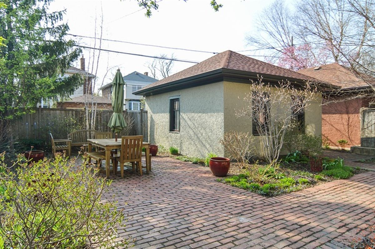 Tastefully Updated Foursquare In Ravenswood Asks 1 095m
