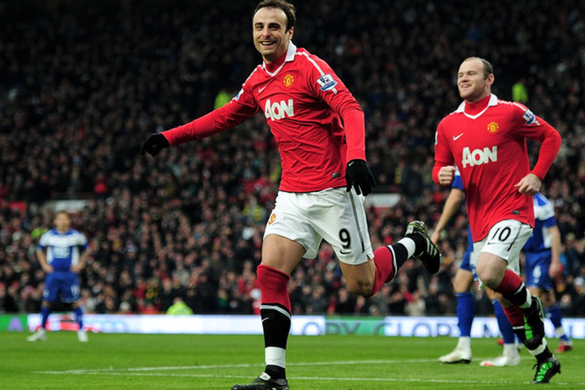 Manchester United striker Dimitar Berbatov has been ruled out of his side's UEFA Champions League semi-final clash with Schalke 04 due to a groin strain.  (Photo by Shaun Botterill/Getty Images)