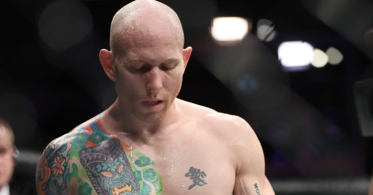 UFC on FOX 26: Josh Emmett scores upset KO win on short notice, but scale fail cost him $50,000 bonus