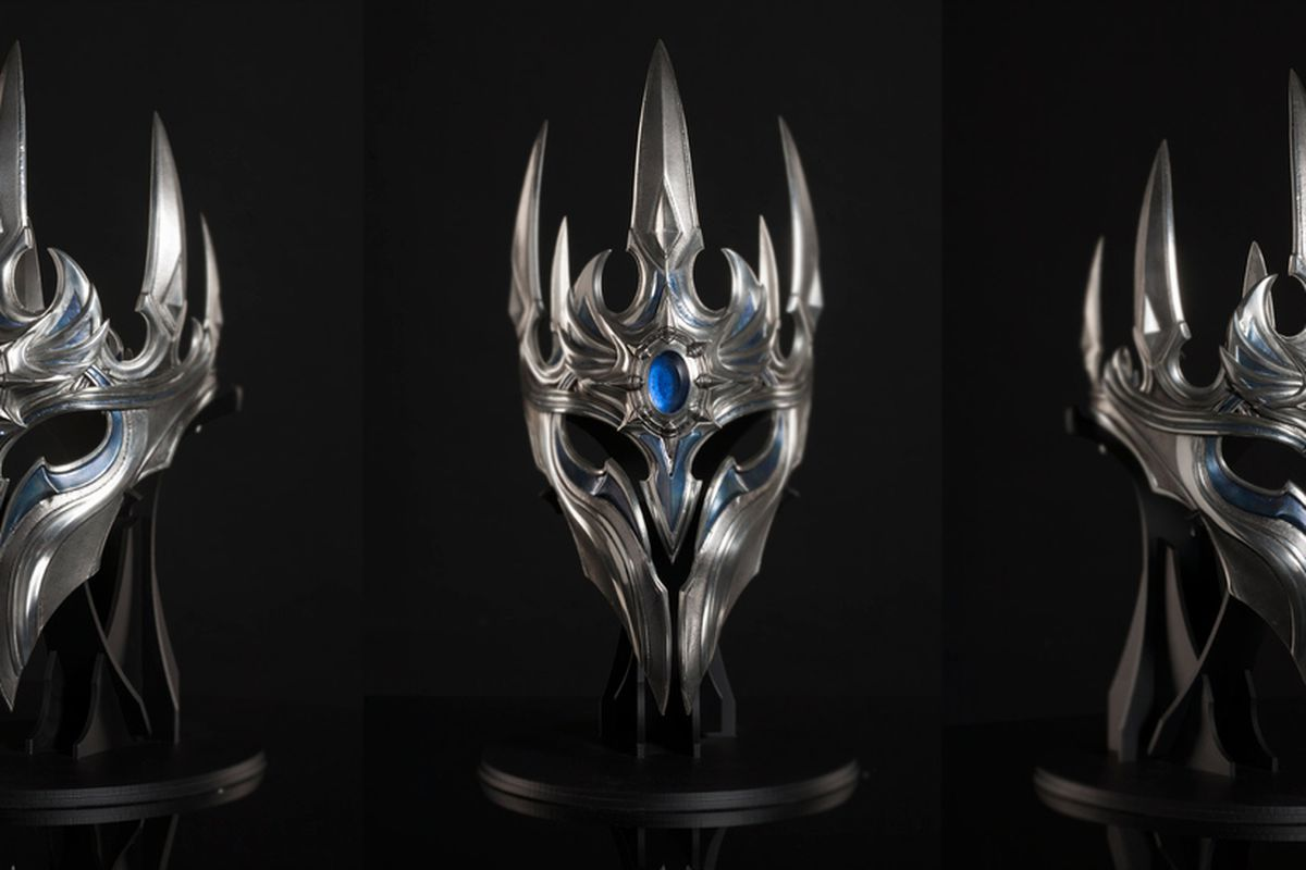 Blizzard S Veteran Employees Receive A Lich King Inspired Crown For