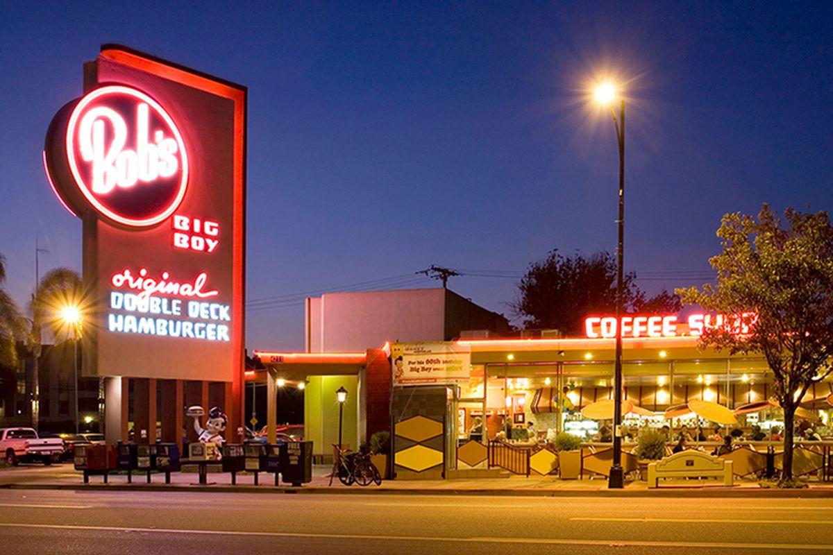 The exterior of the oldest surviving Bob's Big Boy coffee shop in Burbank, California.