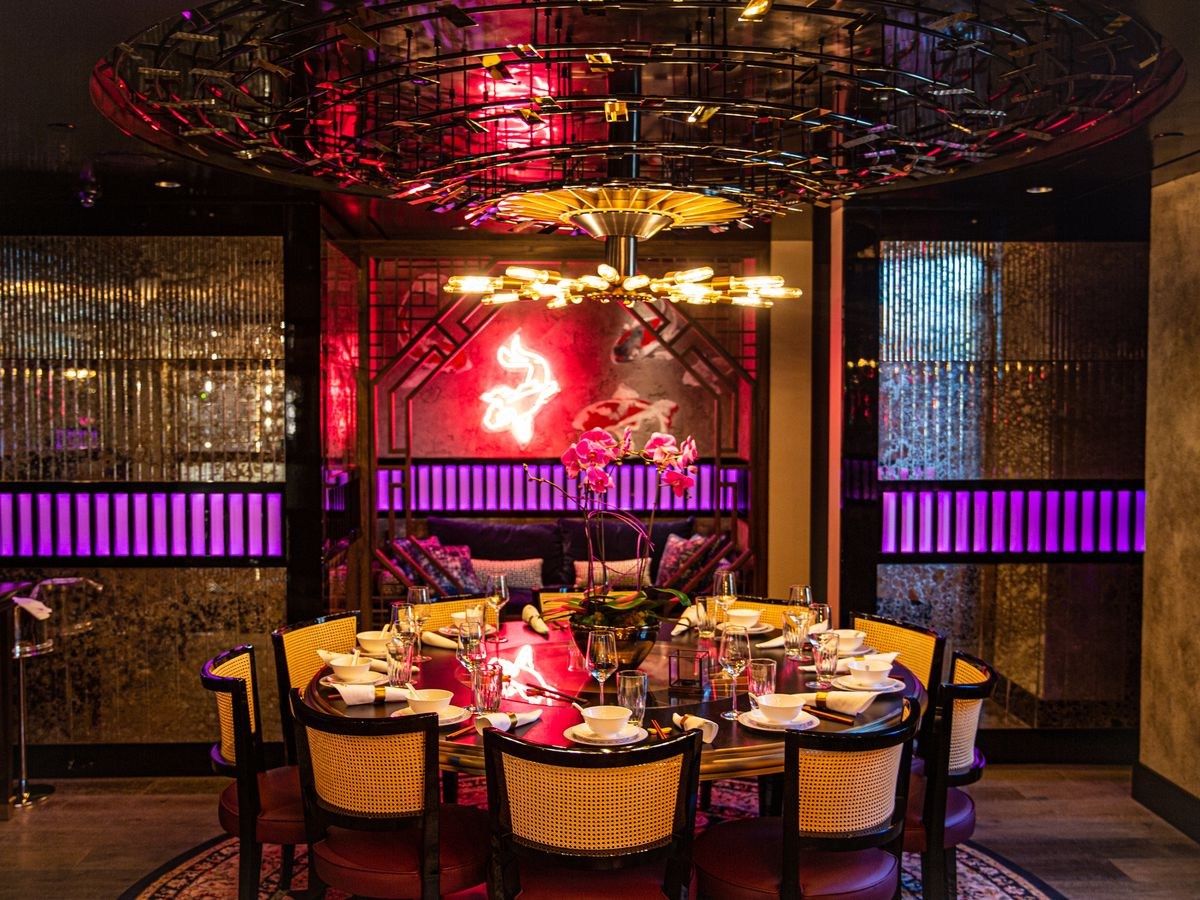 A table setting at Mott 32 in The Palazzo, Las vegas