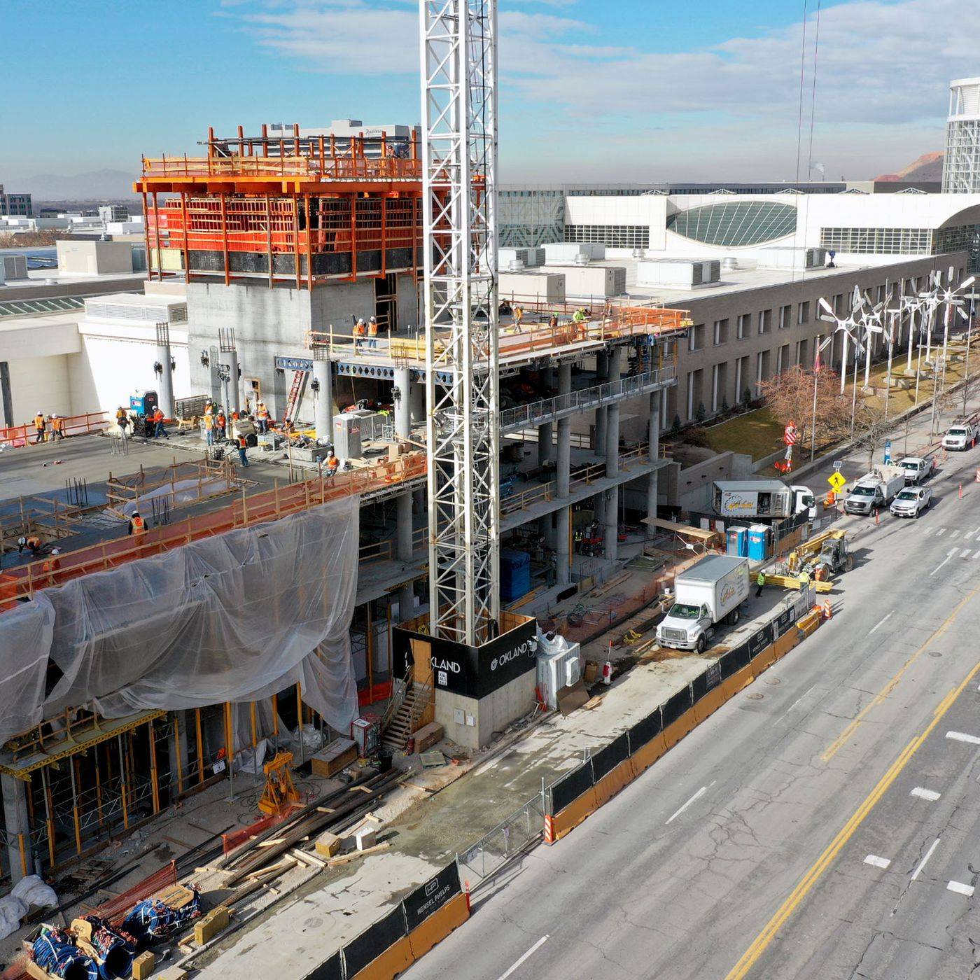 deseret.com - Jasen Lee - Convention hotel construction on schedule and already reaping benefits