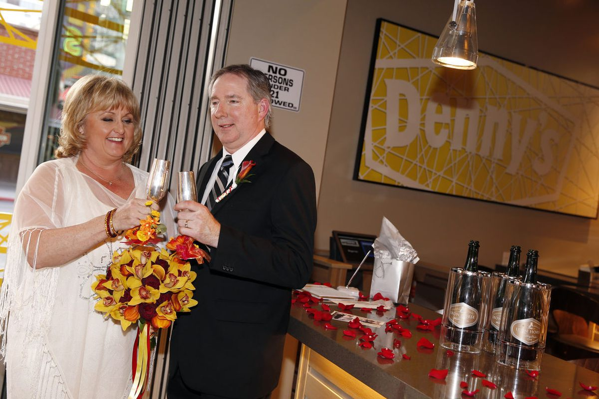 Wedding In Las Vegas.Denny S Holds First Wedding Ever At Flagship In Las Vegas Eater