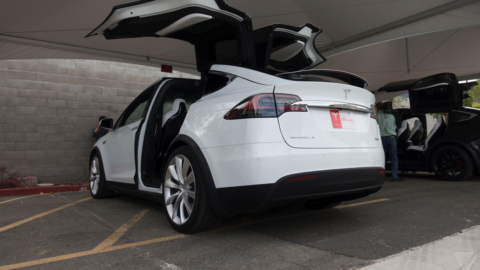 tesla drops model x price by another 3 000 the verge. Black Bedroom Furniture Sets. Home Design Ideas