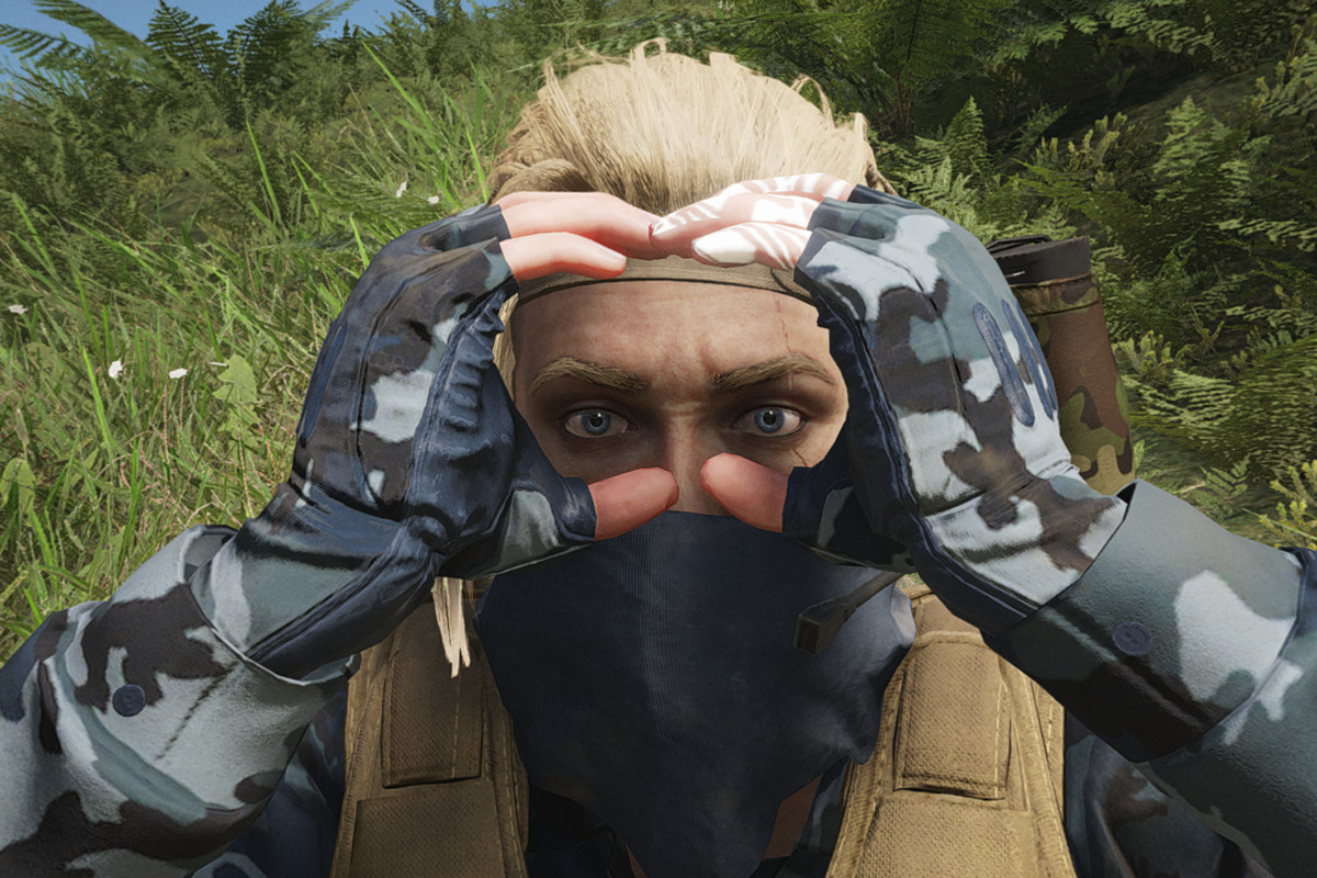 A glitch in Ghost Recon: Breakpoint showing a player holding binoculars that aren't there.