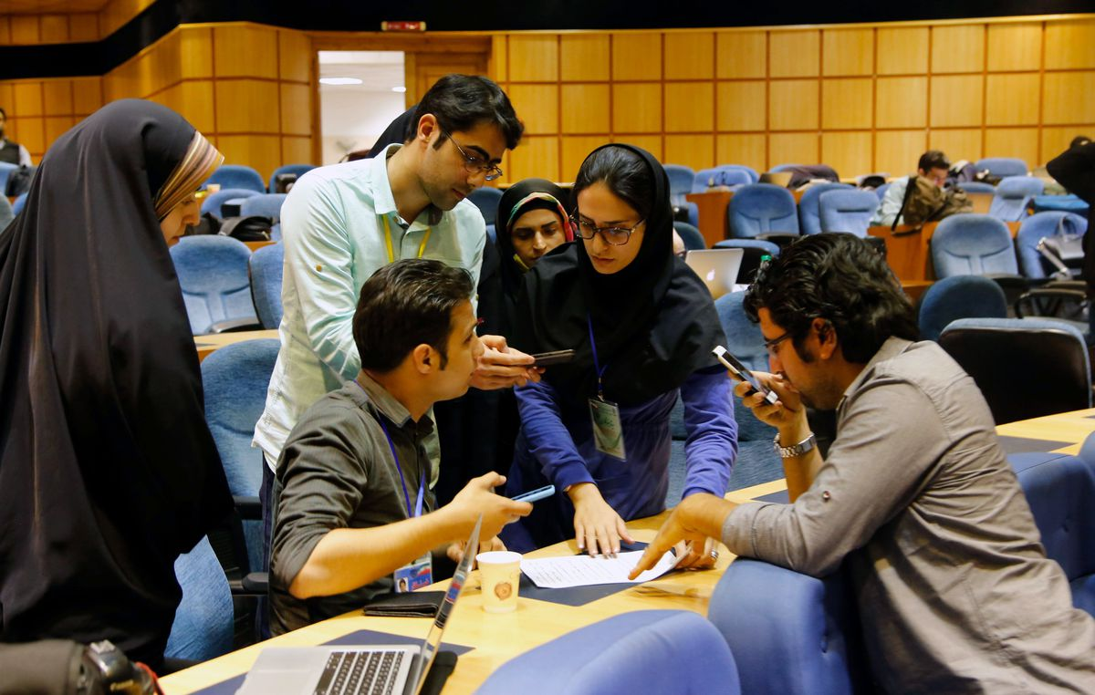 Iranian journalists follow election results at the Interior Ministry (STRINGER/AFP/Getty)