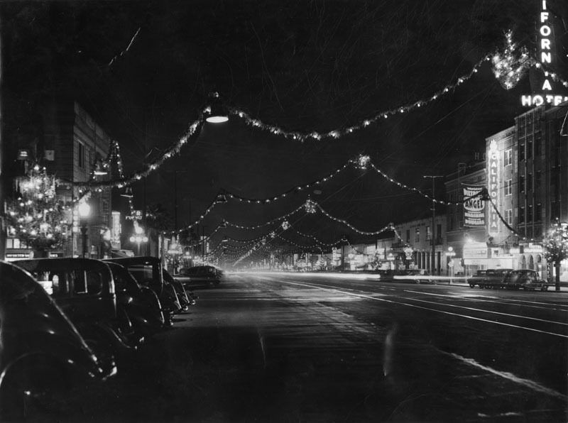 Brand Boulevard lights