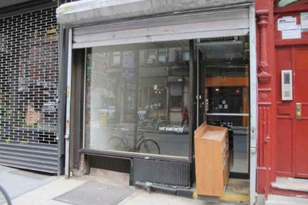 """Image via <a href=""""http://www.boweryboogie.com/2011/12/save-khaki-united-shutters-254-broome-store/"""">Bowery Boogie</a>"""