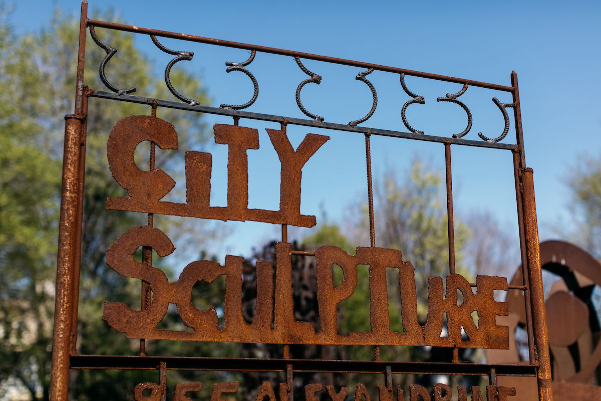 A large metal sign with the words: City Sculpture.
