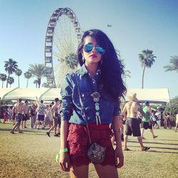 "Olivia of <a href=""http://lusttforlife.com/"">Lust for Life</a> is wearing The Caravan reflective aviators and jewelry from 2 Bandits. Photo via <a href=""http://instagram.com/p/YBlSQDMDbj/"">LusttforLife</a>/Instagram."