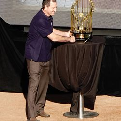 Randy Bush—pinch hitter extraordinaire—pays his respects