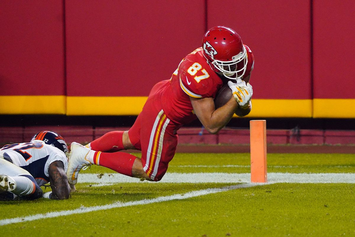 Kansas City Chiefs tight end Travis Kelce (87) scores a touchdown ahead of Denver Broncos strong safety Kareem Jackson (22) during the second half at Arrowhead Stadium