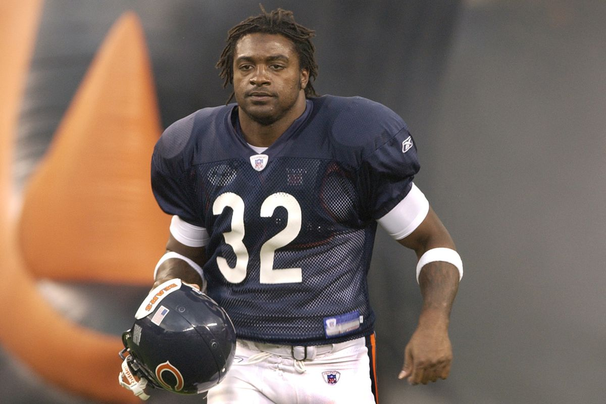 Former Bears RB Cedric Benson dies in motorcycle accident: report