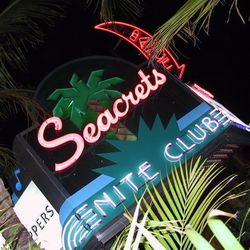 """Seacrets, Ocean City MD [<a href=""""http://nightlife.seacrets.com/images/galleries_photos/large/1/157-5764_IMG.JPG"""">Photo</a>]"""