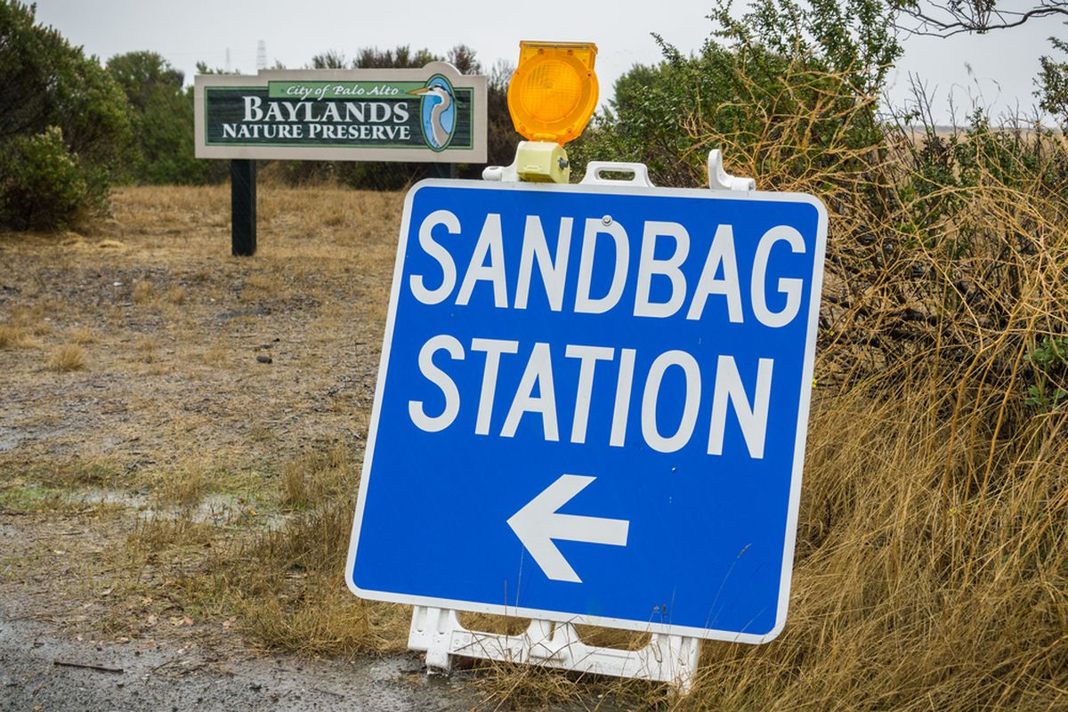 A sign near Palo Alto directing people where to get sandbags.