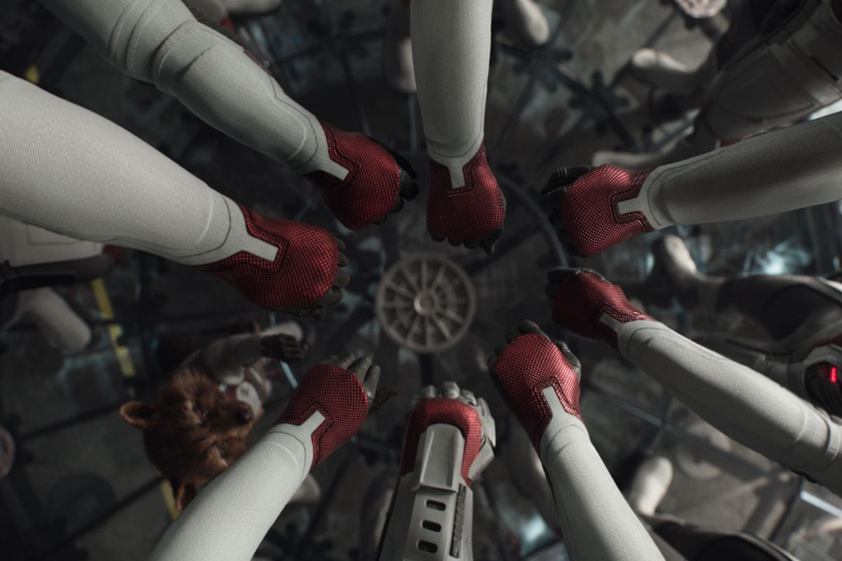 Avengers: Endgame quantum time jump hands in