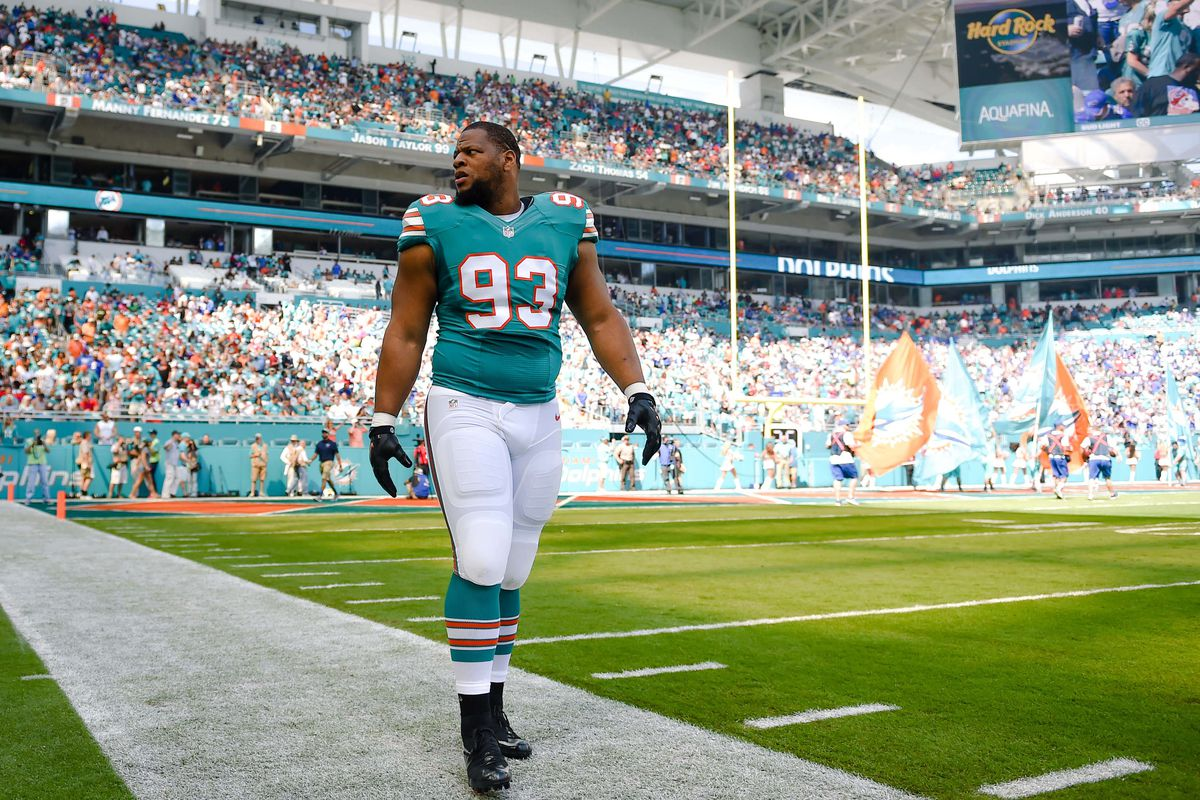 Ndamukong Suh is the Dolphins\' emergency kicker. No, seriously ...