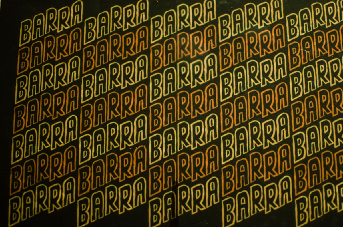 The word Barra, slanted up to the right, appears over and over in a zigzag pattern, appearing in orange or yellow each time on a dark green background.