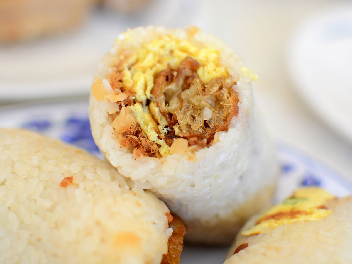 A fun tuan rice roll with sticky rice and scrambled eggs.