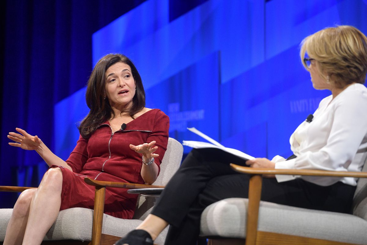 Sheryl Sandberg and Katie Couric on stage.