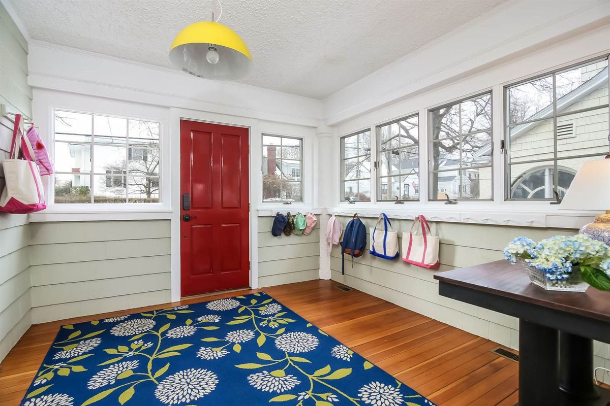 Adorable beach bungalow asks just over $1M - Curbed