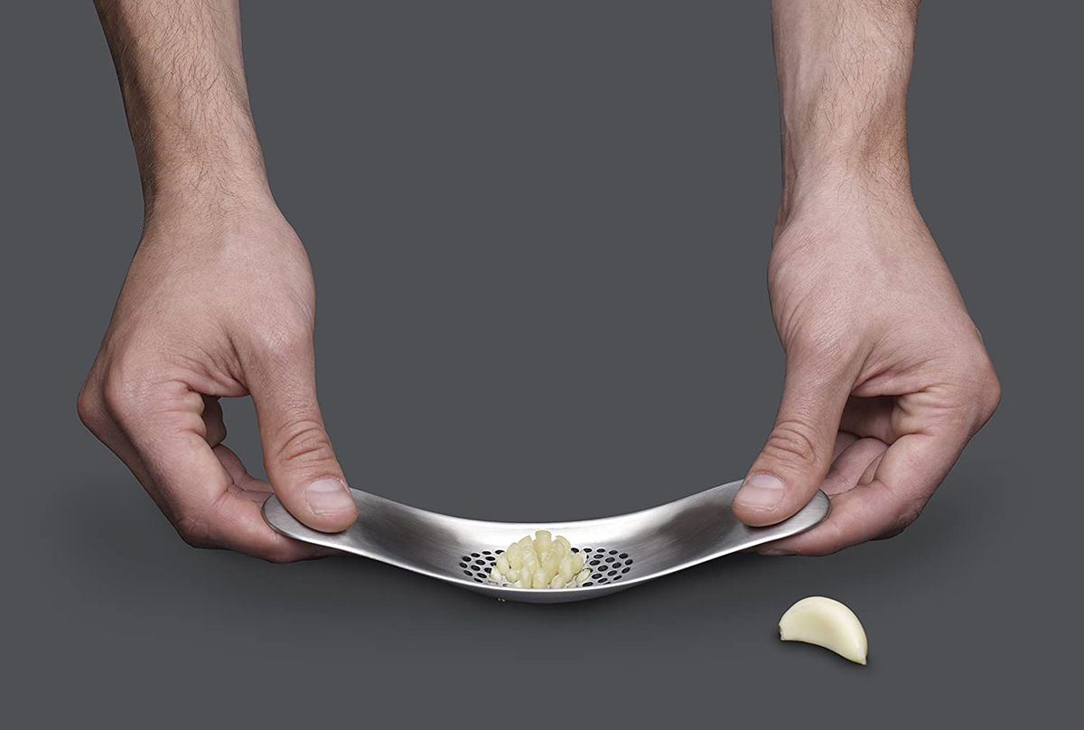 Garlic seesaw / mincer / crusher