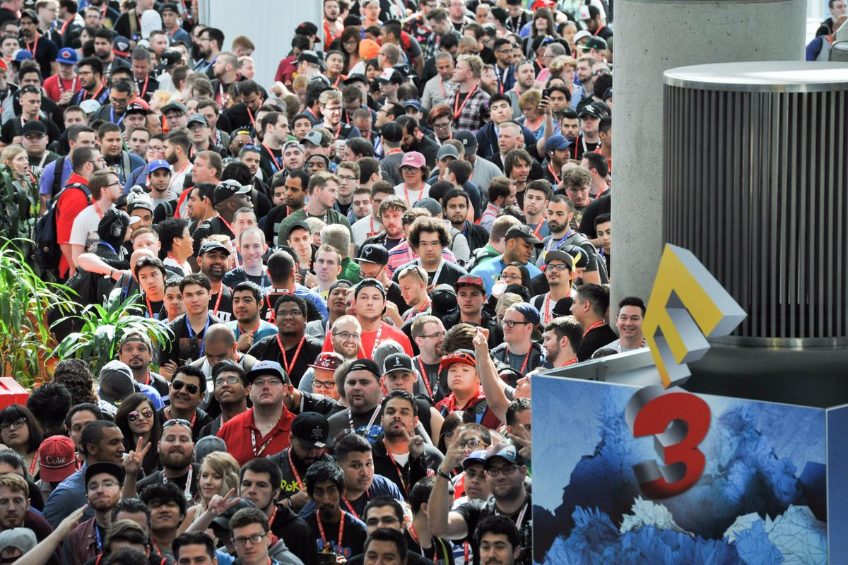 A mob of fans waits in line for the opening of the E3 convention in 2017.