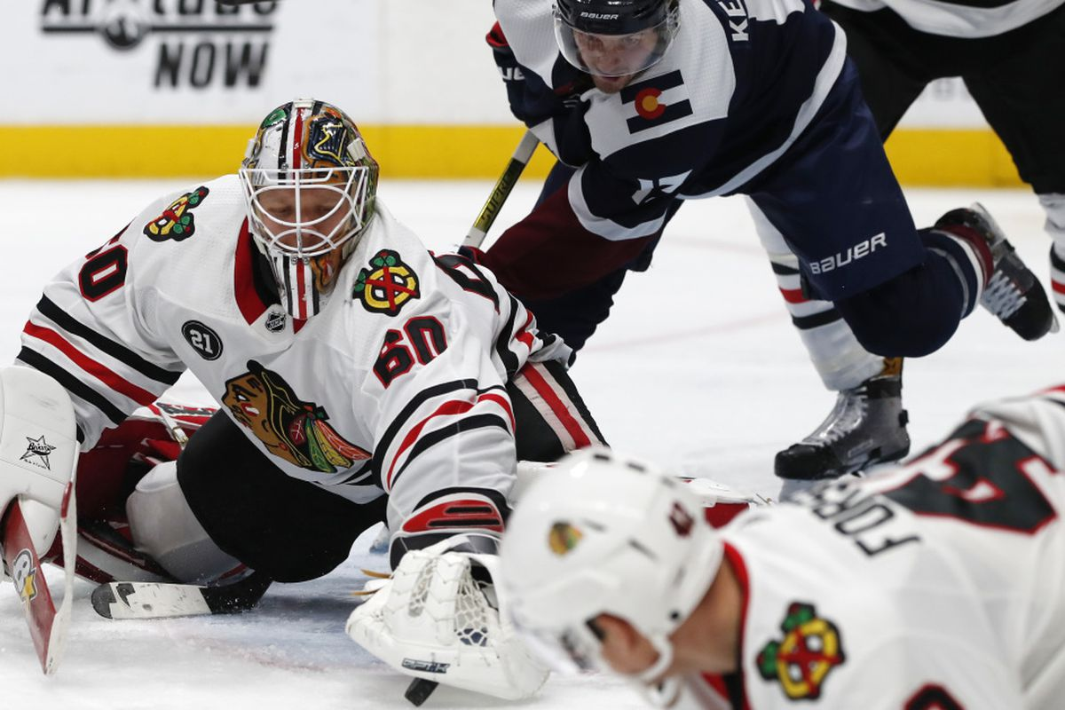 Blackhawks Survive Avalanche For 2 1 Victory First 3 Game Winning