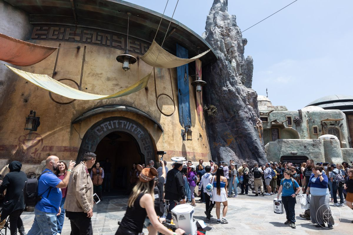 Star Wars Land 9 Things To Know For Galaxys Edge At Walt