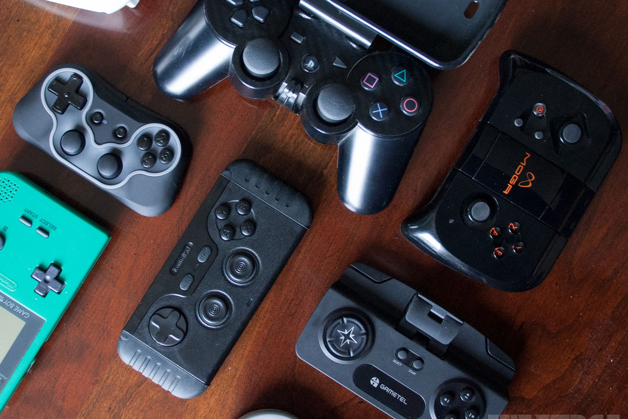 Controllers for your smartphone: testing the best gamepads for