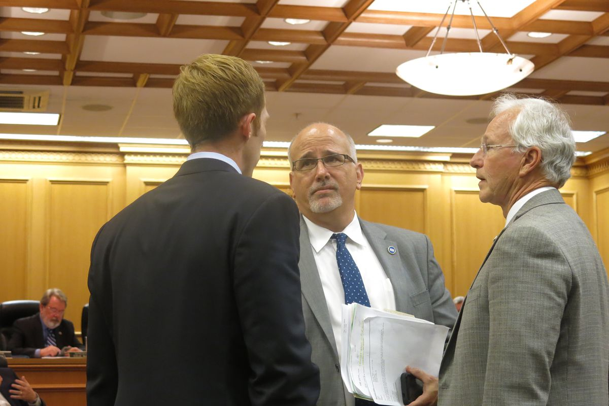 """Rep. Roger Kane, a Republican from Knoxville and the co-sponsor of the """"course access"""" bill, talks with policymakers Tuesday prior to a House Finance Committee meeting."""