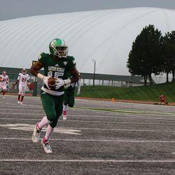 Dieuly Aristilde running for a score