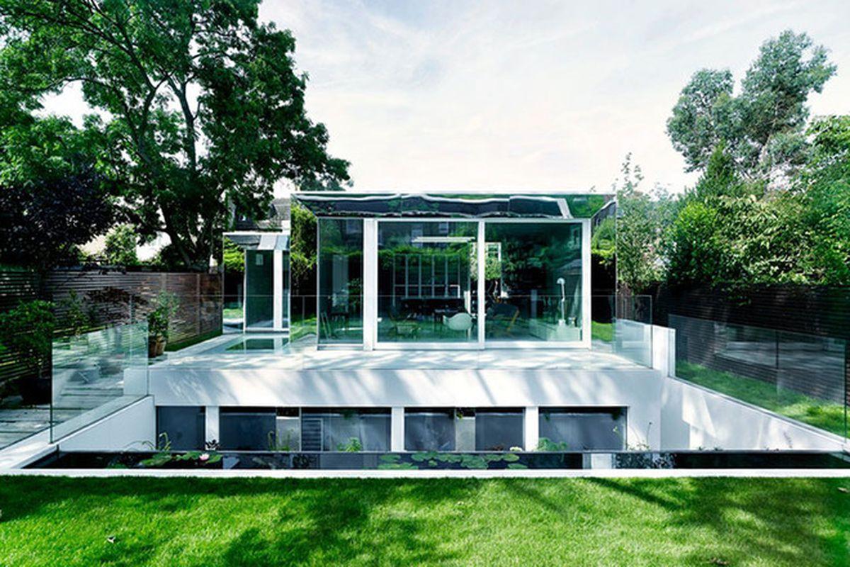 "All photos by Hélène Binet and Christoffer Rudquist via <a href=""http://inhabitat.com/the-daylit-covert-house-in-london-is-an-airy-passivhaus-stunner/"">Inhabitat</a>"