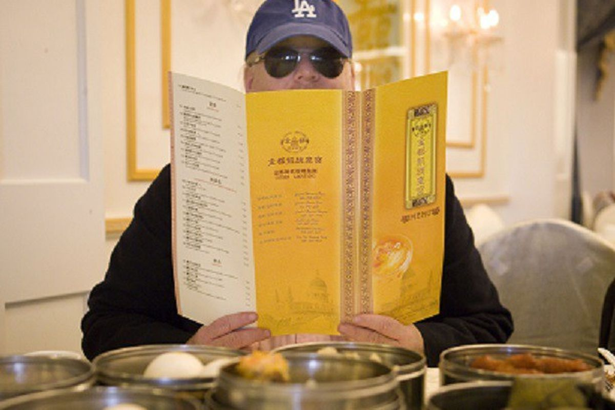 pulitzer prize winning restaurant critic - 900×675
