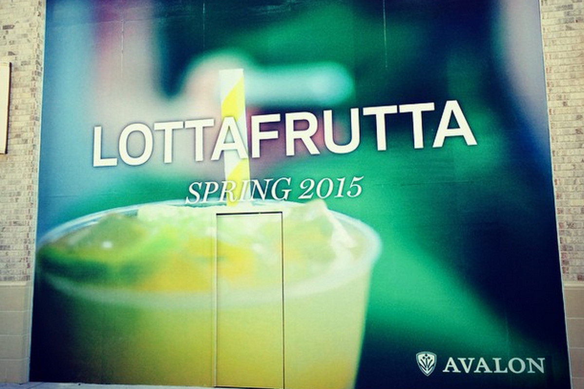 Early signage for LottaFrutta's Avalon outpost.