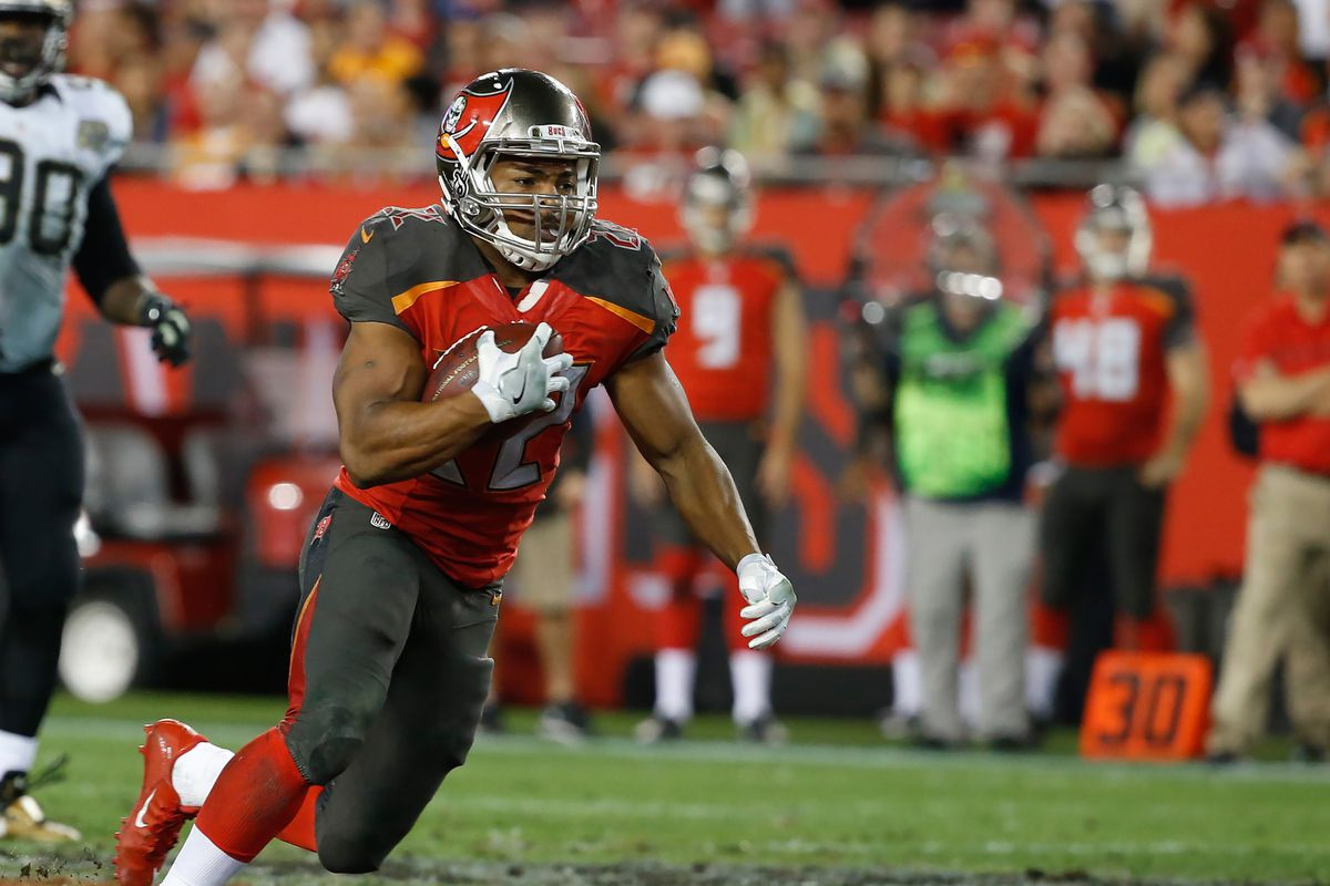 Doug Martin escapes car crash with minor cuts and bruises - SBNation com