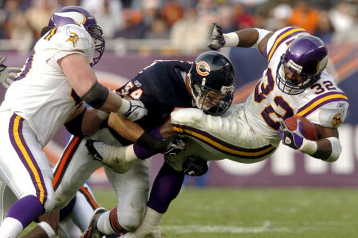 sports shoes ad5d4 95514 Bears peers honor Brian Urlacher at Hall of Fame - Chicago ...
