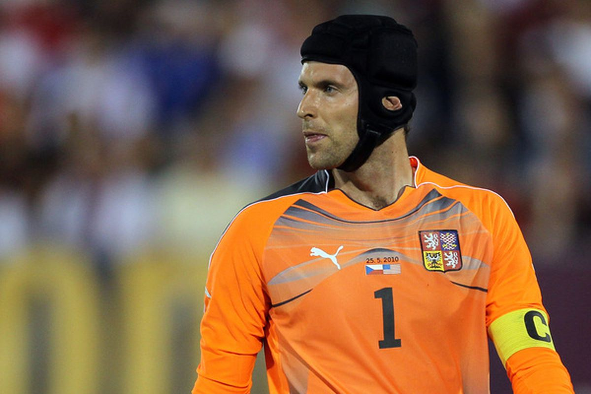 I will bet any of you a thousand dollars that Chelsea's Petr Cech will not be a Whitecap in 2011. Or 2012, for that matter. (Photo by Jim Rogash/Getty Images)