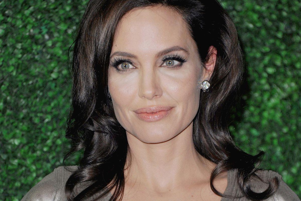 Angelina, actress and model health communicator.