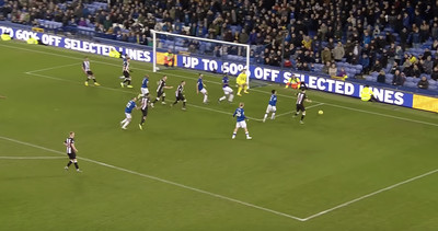 Screenshot: Federico Fernandez is forced wide of the goal after a poor first touch