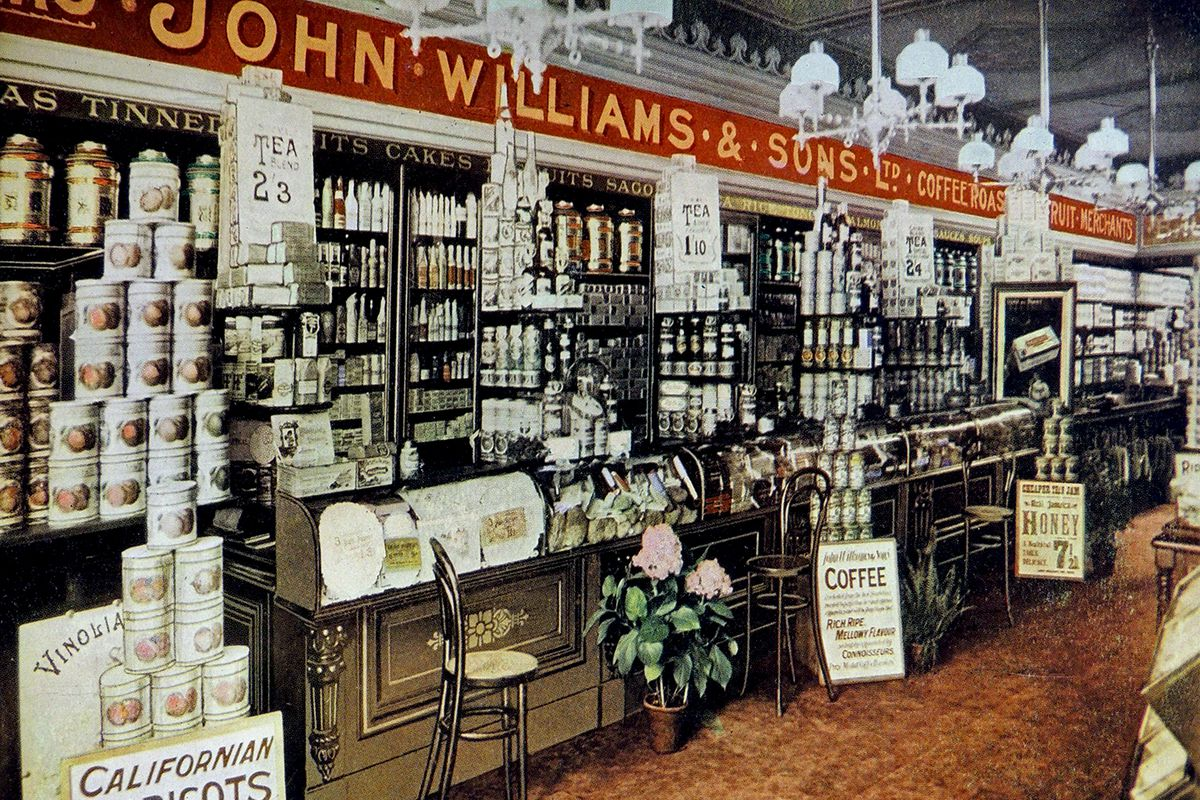 A London grocery in 1905