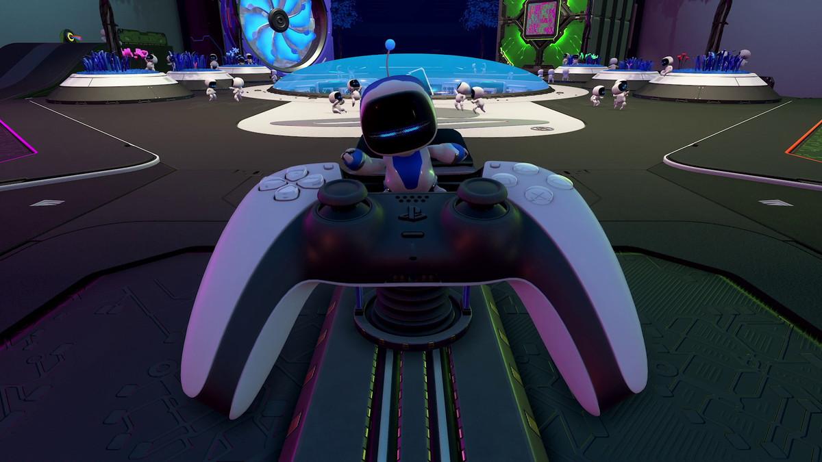 Captain Astro on top of a DualSense controller in Astro's Playroom