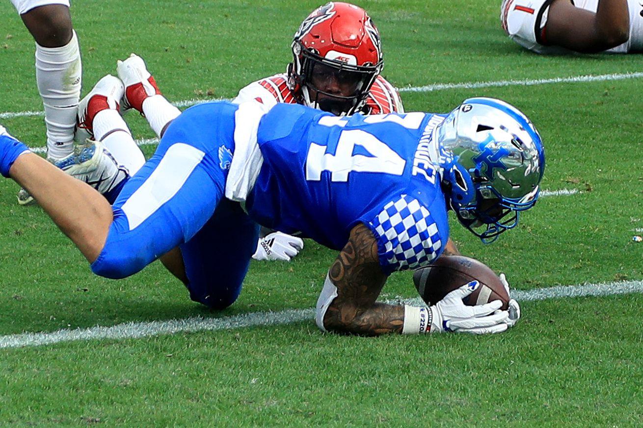 TaxSlayer Gator Bowl - North Carolina State v Kentucky