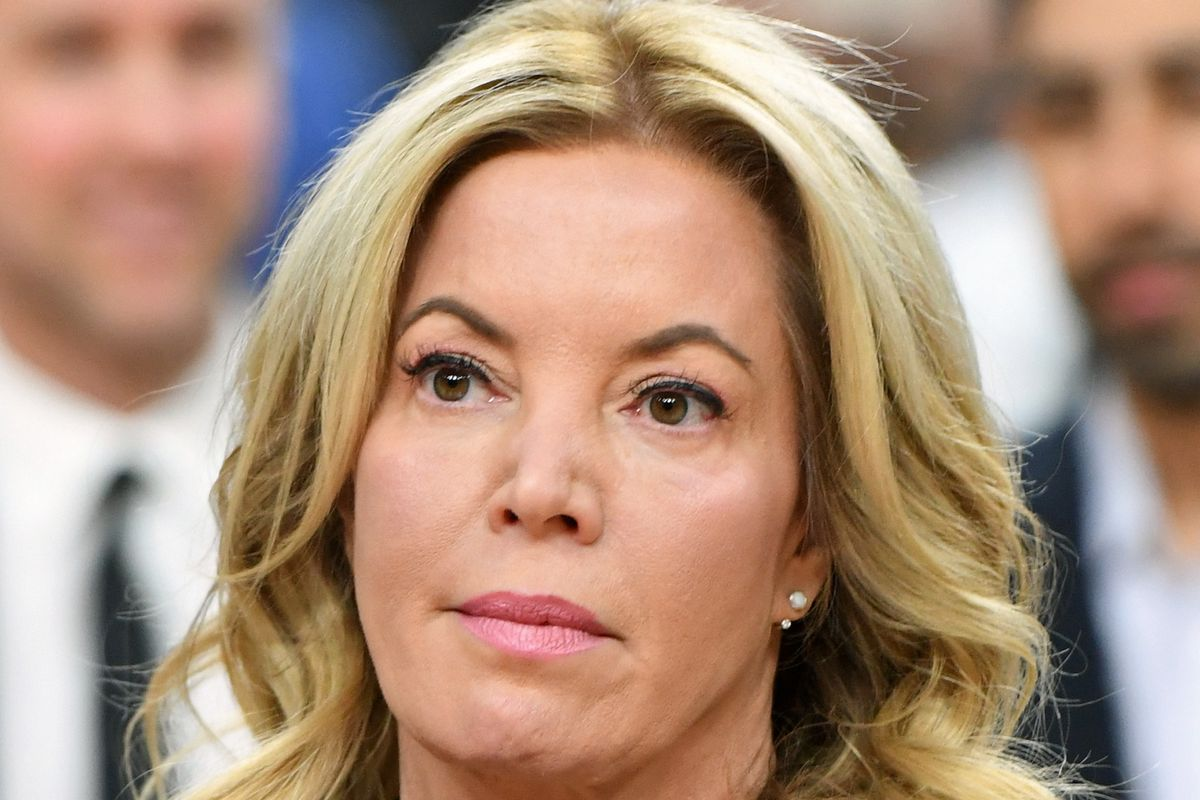 """Jeanie Buss """"almost certainly would prevent"""" Magic Johnson and Rob Pelinka from firing Luke Walton in-season"""