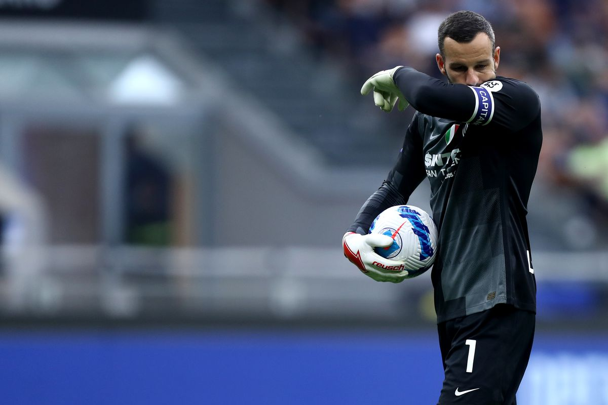 Samir Handanovic of Fc Internazionale looks on during the...