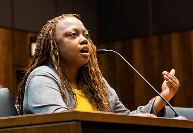 Gayinga Washington testifies at a legislative hearing in Chicago on gun dealer licensing, Tuesday, March 27, 2017.   James Foster/For the Sun-Times